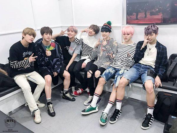 Tags: K-Pop, Bangtan Boys, J-Hope, Suga, Jungkook, Jin, V (Kim Taehyung), Rap Monster, Park Jimin, Full Group, V Gesture, Purple Hair