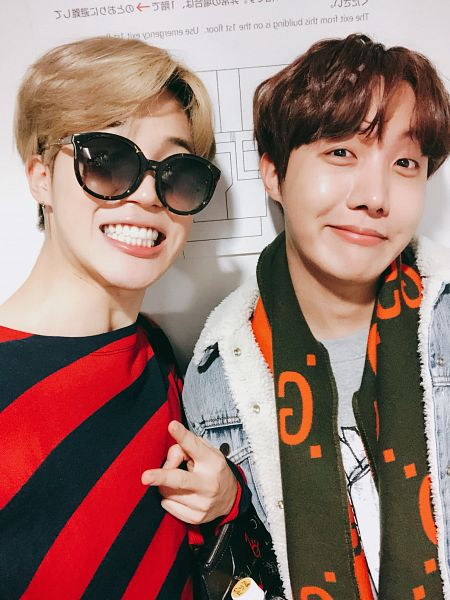 Tags: K-Pop, Bangtan Boys, Park Jimin, J-Hope, Striped Shirt, Striped, Sunglasses, Fur, Close Up, Japanese Text, V Gesture, Duo