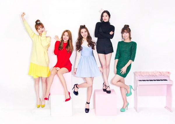 Tags: K-Pop, Berry Good, Because Of You, Kang Sehyung, Daye, Seoyul, Gowoon, Taeha, Quintet, Green Dress, Shoes, Five Girls