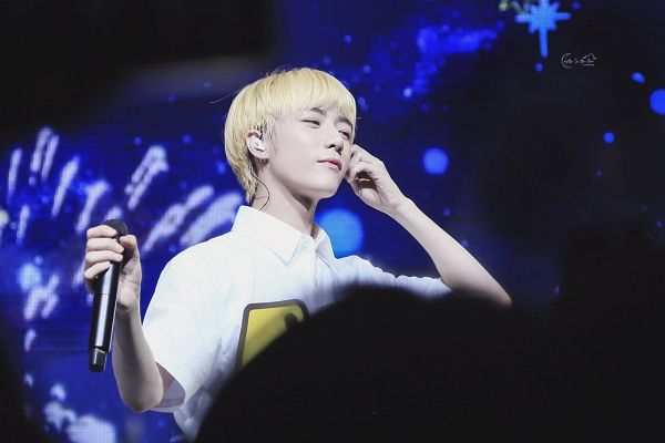 Tags: K-Pop, TXT, Beomgyu, Live Performance