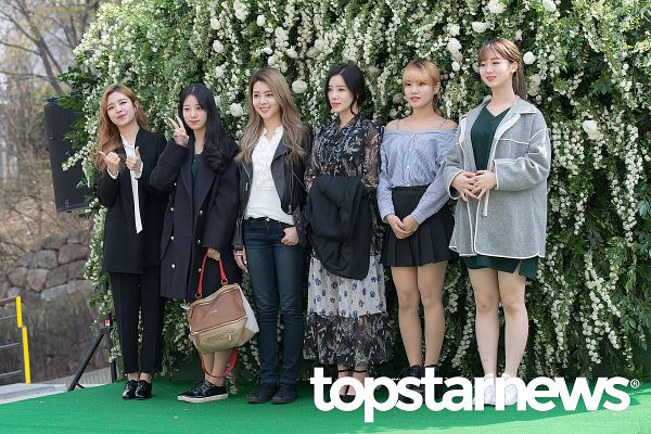 Tags: K-Pop, Berry Good, Gowoon, Johyun, Taeha, Kang Sehyung, Daye, Seoyul, Red Hair, White Flower, Flower, Green Dress