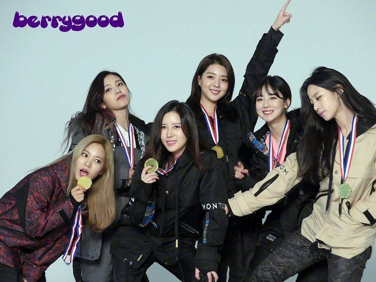 Tags: K-Pop, Berry Good, Seoyul, Johyun, Gowoon, Taeha, Kang Sehyung, Daye, Black Pants, Trophy, Fur, Grin