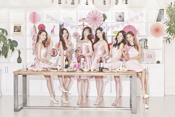 Tags: K-Pop, Berry Good, Gowoon, Taeha, Johyun, Kang Sehyung, Daye, Seoyul, Cup, Bottle, Alcohol, White Footwear