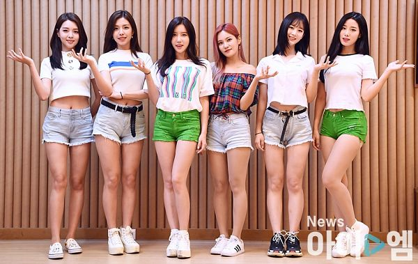 Tags: K-Pop, Berry Good, Taeha, Kang Sehyung, Daye, Seoyul, Johyun, Gowoon, Red Hair, Bare Shoulders, Grin, Bracelet