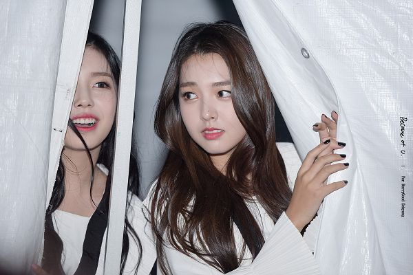 Tags: K-Pop, Berry Good, Kang Sehyung, Gowoon, Looking Away, Two Girls, Wind, Wavy Hair, Duo, Make Up, Flowing Hair, Red Lips
