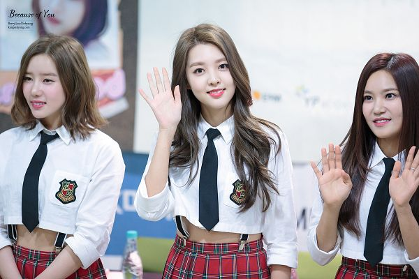 Tags: K-Pop, Berry Good, Seoyul, Taeha, Kang Sehyung, Red Skirt, Plaided Skirt, Tie, Trio, Plaided Print, Skirt, Grin