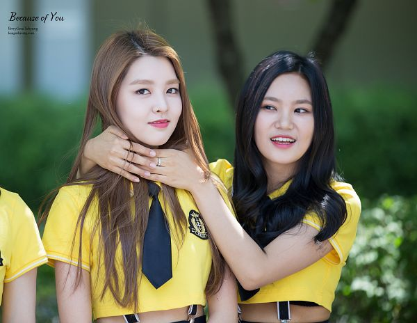 Tags: K-Pop, Berry Good, Kang Sehyung, Seoyul, Skirt, Hand On Neck, Black Skirt, Two Girls, Looking At Another, Duo, Short Sleeves, Ring
