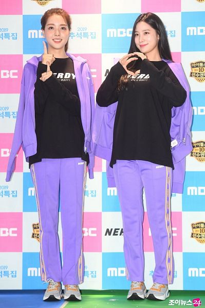 Tags: K-Pop, Television Show, Berry Good, Johyun, Kang Sehyung, Grin, Black Eyes, Purple Pants, Purple Jacket, Hair Up, Ponytail, Purple Outerwear