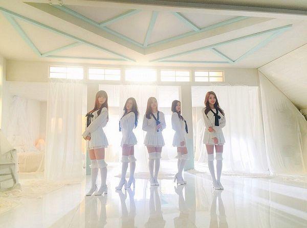 Tags: K-Pop, Berry Good, Daye, Seoyul, Gowoon, Taeha, Kang Sehyung, Five Girls, Black Neckwear, Wavy Hair, Full Group, Thigh Highs