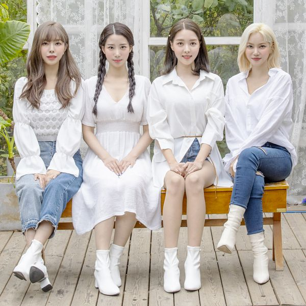 Tags: K-Pop, Berry Good, Accio, Kang Sehyung, Seoyul, Johyun, Gowoon, Grin, Side By Side, White Outfit, White Footwear, White Dress