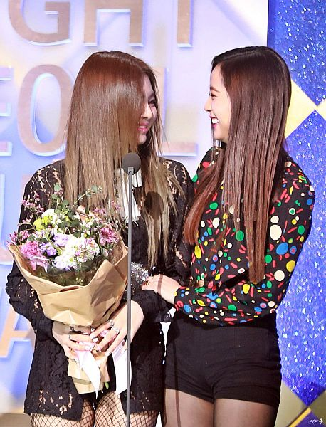 Tags: K-Pop, Black Pink, Jennie Kim, Kim Jisoo, Floral Print, Flower, Eyes Half Closed, Fishnets, Spotted Shirt, Two Girls, Looking At Another, Bouquet