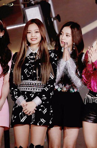 Tags: K-Pop, Black Pink, Kim Jisoo, Jennie Kim, Nail Polish, Belt, Silver Shirt, Make Up, Necklace, Bare Legs, Music Note, Black Outfit