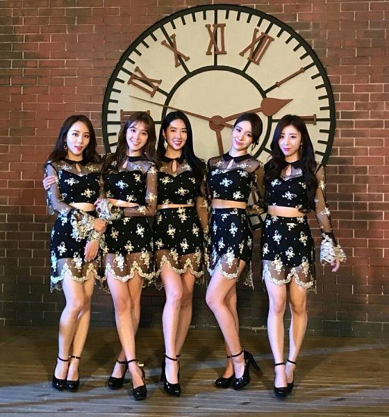 Tags: K-Pop, Blah Blah, Hyoin, Jiwoo (Blah Blah), Seolhwa, Eun Yuri, Hajung, Black Dress, See Through Clothes, Group, Clock, Black Outfit
