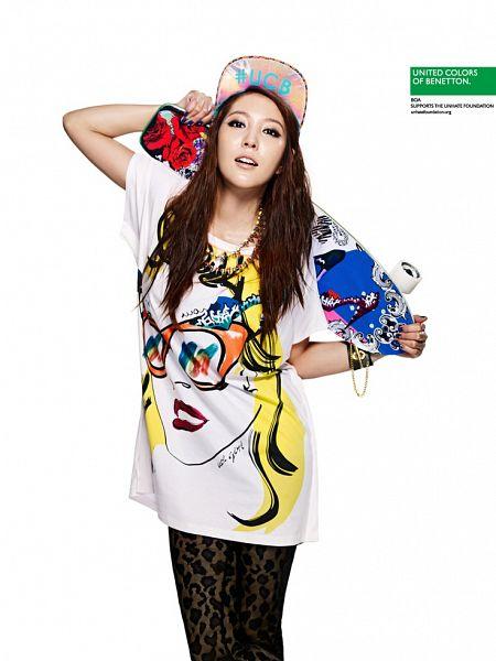 Tags: K-Pop, BoA, Necklace, Holding Object, Hat, Skateboard, Black Pants, Bracelet, Light Background, Short Sleeves, White Background, United Colors Of Benetton