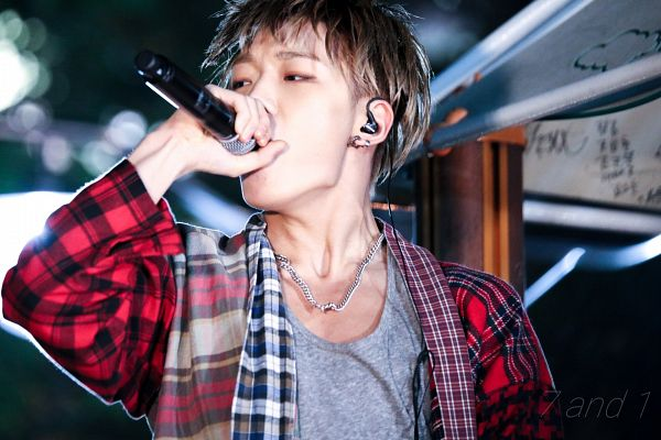 Tags: YG Entertainment, MOBB, iKON, Bobby, Gray Shirt, Checkered Shirt, Blunt Bangs, Looking Away, Checkered, Singing, Necklace, Covering Mouth