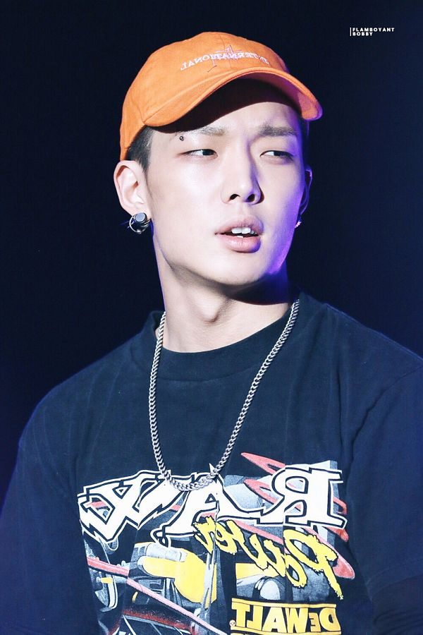 Tags: YG Entertainment, K-Pop, iKON, MOBB, Bobby, Looking Away, Multi-colored Shirt, Necklace, Dark Background, Hat, Orange Headwear, Close Up