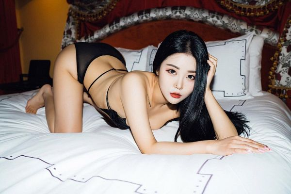 Tags: K-Pop, Girl Crush, Bomi (Girl Crush), Kneeling, Bare Back, Cleavage, Top-down Bottom-up, Panties, Back, Midriff, On Bed, Lingerie