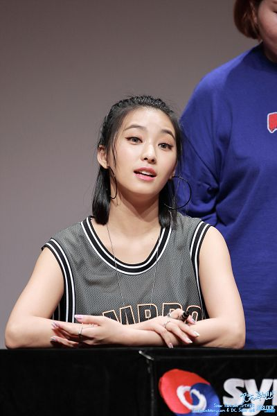 Tags: Starship Entertainment, K-Pop, Sistar, Bora, Close Up, Multi-colored Shirt, Bare Shoulders, Sleeveless, Sleeveless Shirt, Pen, Necklace, Contact Lenses