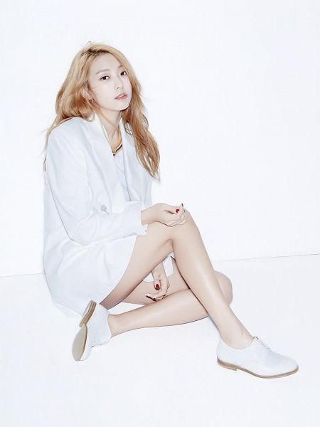 Tags: K-Pop, Sistar, Sistar19, Bora, White Flower, White Background, White Jacket, Flower, White Outfit, Light Background, Android/iPhone Wallpaper, Oh Boy!