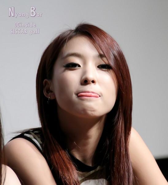 Tags: K-Pop, Sistar, Bora, Bare Shoulders, Red Hair, Tongue, Gray Background, Black Shirt, Text: Artist Name, Nyong Bar