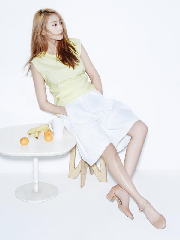 Tags: K-Pop, Sistar, Sistar19, Bora, High Heels, Banana, White Background, Chair, White Skirt, Hand In Pocket, Brown Footwear, Yellow Shirt