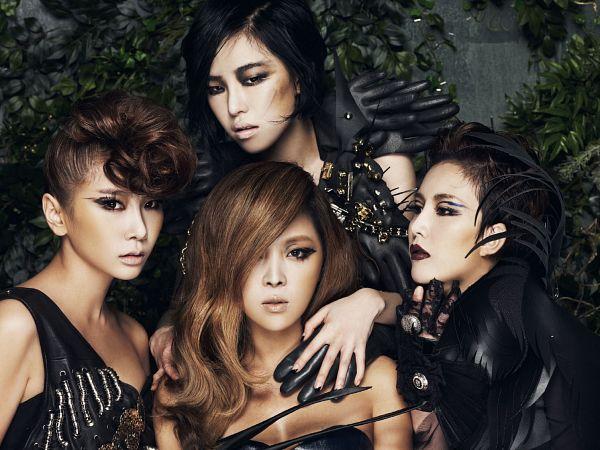 Tags: K-Pop, Brown Eyed Girls, Miryo, Jea, Ga-In, Narsha, Black Outfit, Sleeveless, Hand On Shoulder, Quartet, Wavy Hair, Purple Lips