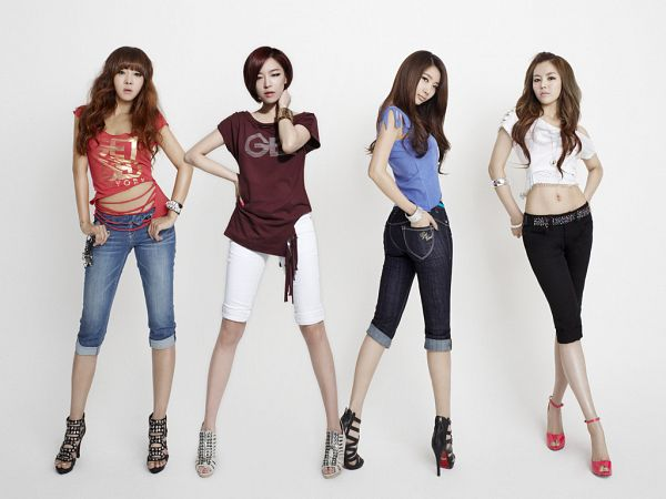 Tags: K-Pop, Brown Eyed Girls, Narsha, Miryo, Jea, Ga-In, Brown Shirt, Shoes, Looking Back, Hand On Neck, Four Girls, Short Sleeves