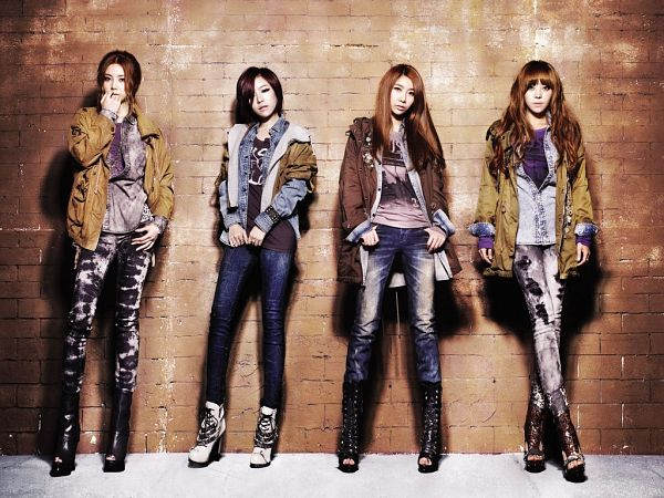 Tags: K-Pop, Brown Eyed Girls, Ga-In, Narsha, Miryo, Jea, Black Footwear, Brick Background, Jeans, Covering Mouth, Four Girls, Crossed Legs (Standing)