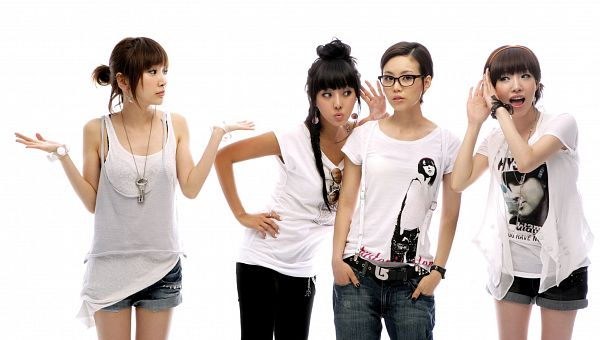 Tags: K-Pop, Brown Eyed Girls, Miryo, Jea, Ga-In, Narsha, Shorts, White Background, Looking Away, Hairband, Necklace, Quartet