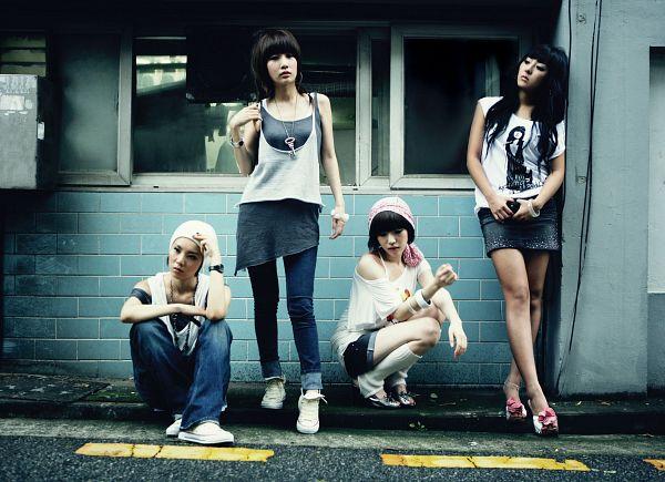 Tags: K-Pop, Brown Eyed Girls, Jea, Ga-In, Narsha, Miryo, Bracelet, Four Girls, White Footwear, Shorts, Crouching, Skirt