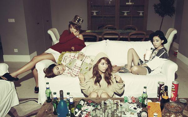Tags: K-Pop, Brown Eyed Girls, Miryo, Jea, Ga-In, Narsha, Sitting On Ground, Shorts, Hood, Looking Away, Bottle, Bare Legs