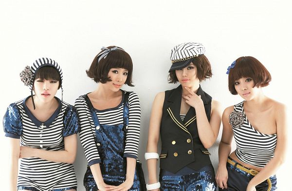 Tags: K-Pop, Brown Eyed Girls, Jea, Ga-In, Narsha, Miryo, Full Group, Four Girls, Striped Shirt, Striped, Medium Hair, Light Background