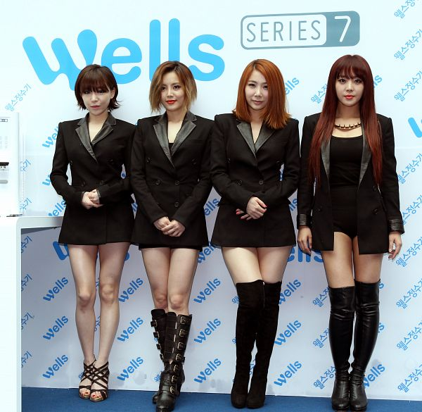 Tags: K-Pop, Brown Eyed Girls, Miryo, Jea, Ga-In, Narsha, Necklace, Black Outfit, High Heeled Boots, Boots, Four Girls, Crossed Legs (Standing)