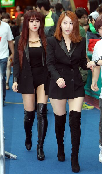 Tags: K-Pop, Brown Eyed Girls, Narsha, Jea, Necklace, Two Girls, Black Jacket, Black Footwear, Red Hair, Duo, Full Body, High Heels