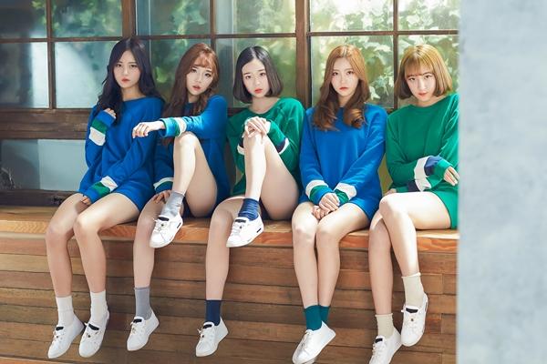 Tags: JTG Entertainment, K-Pop, Busters, Dream On, Kim Chaeyeon, Myeong Hyeongseo, Cha Minjeong, Jung Jisu, Kim Minji (Busters), Blonde Hair, Serious, Window