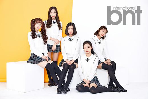 Tags: JTG Entertainment, K-Pop, Busters, Kim Chaeyeon, Myeong Hyeongseo, Cha Minjeong, Jung Jisu, Kim Minji (Busters), Pleated Skirt, Serious, Yellow Background, Full Group