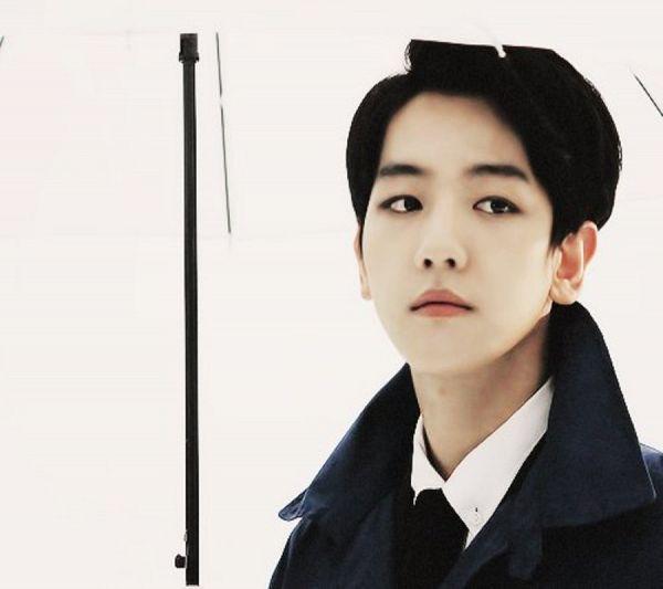 Tags: K-Pop, EXO, Byun Baekhyun, Black Jacket, Looking Away, Black Outerwear, Light Background, Tie, Black Neckwear, White Background, Umbrella