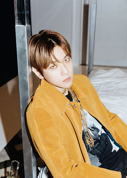 Tags: K-Pop, EXO, Byun Baekhyun, Looking Up, Necklace, Brown Outerwear, Black Pants, Green Eyes, From Above