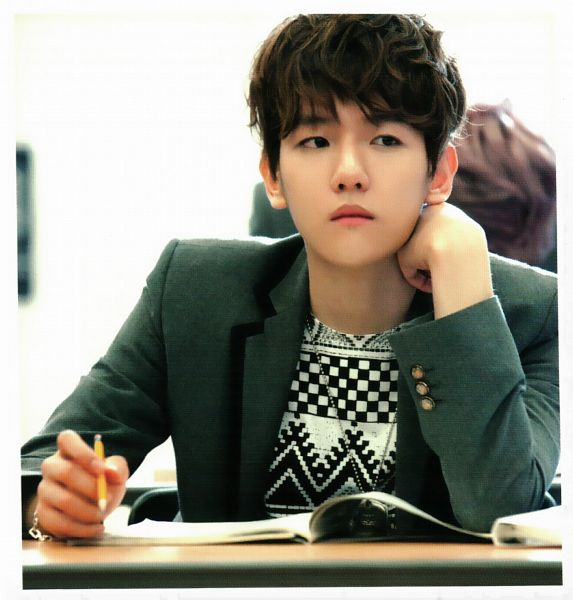 Tags: K-Pop, EXO, Byun Baekhyun, Hand On Cheek, Chair, Gray Jacket, Frown, Hand On Head, Sitting On Chair, Looking Away, Gray Outerwear