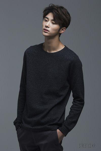 Tags: Byun Woo-seok, Serious, Gray Background, Black Pants, Hand In Pocket, Elvine