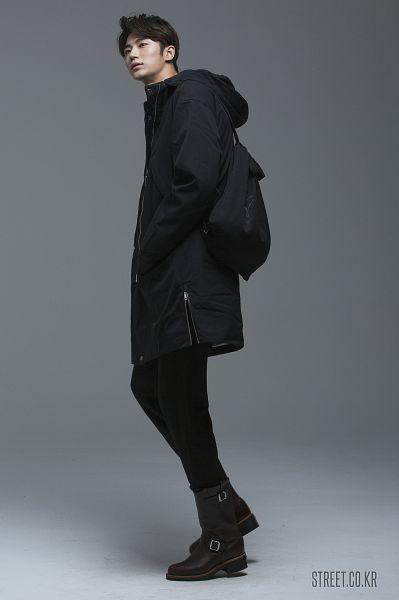 Tags: Byun Woo-seok, Black Pants, Coat, Serious, Gray Background, Elvine