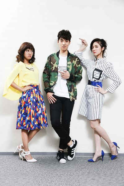 Tags: C-Pop, SpeXial, Popu Lady, Lin Tzuhung, Chen Tingxuan, Dayuan, Yellow Shirt, Belt, Light Background, Skirt, White Background, Camouflage Print