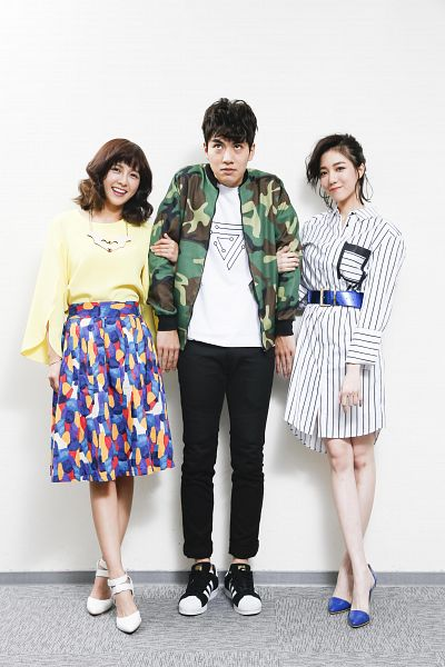 Tags: C-Pop, SpeXial, Popu Lady, Chen Tingxuan, Dayuan, Lin Tzuhung, Light Background, Camouflage Print, Skirt, Arm In Arm, White Background, Striped Dress