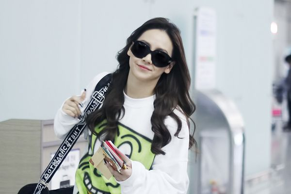 Tags: K-Pop, 2NE1, CL, White Background, Bag, Glasses, Sunglasses, Covering Eyes, Light Background, Airport, Wallpaper