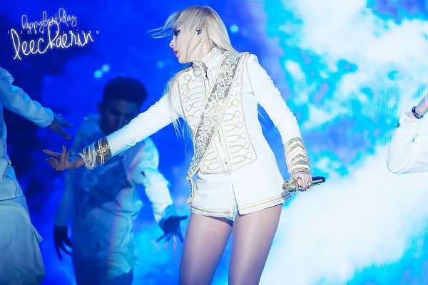 Tags: K-Pop, 2NE1, CL, Looking Away, Blue Background, White Shorts, White Outfit, Shorts, White Jacket, Ring, Live Performance, Wallpaper