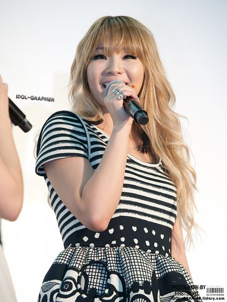 Tags: YG Entertainment, K-Pop, 2NE1, CL, Wavy Hair, Covering Mouth, Striped Shirt, Blunt Bangs, Striped, Short Sleeves