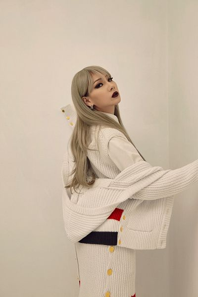 Tags: YG Entertainment, K-Pop, 2NE1, CL, White Outfit, Brown Background, Gray Hair, Purple Lips, Highsnobiety