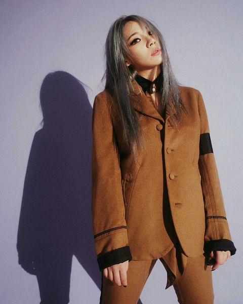 Tags: YG Entertainment, K-Pop, 2NE1, CL, Free Magazine, Shadow, Purple Background, Brown Outfit, Gray Hair, Instagram