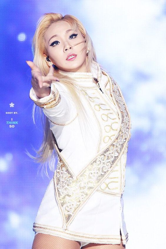 Tags: K-Pop, 2NE1, CL, Shorts, Gray Eyes, White Shorts, White Outfit, White Jacket, Hold Out Hand, Blue Background