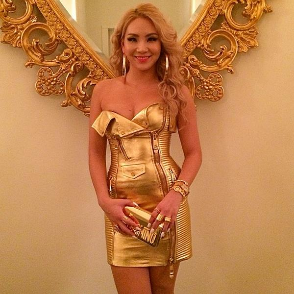 Tags: K-Pop, 2NE1, CL, Bracelet, Yellow Outfit, White Background, Suggestive, Yellow Dress, Ring, Bare Shoulders, Cleavage, Bag